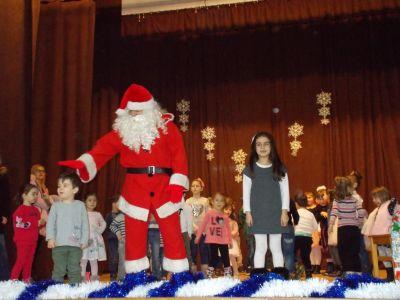 """Tържеството  """"Дядо  Коледа  при  нас"""",  съвместно  с  деца  от  ЦДГ """"Делфинче"""" - Изображение 1"""