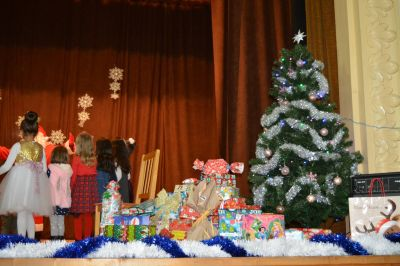 """Tържеството  """"Дядо  Коледа  при  нас"""",  съвместно  с  деца  от  ЦДГ """"Делфинче"""" - Изображение 5"""