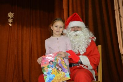 """Tържеството  """"Дядо  Коледа  при  нас"""",  съвместно  с  деца  от  ЦДГ """"Делфинче"""" - Изображение 7"""