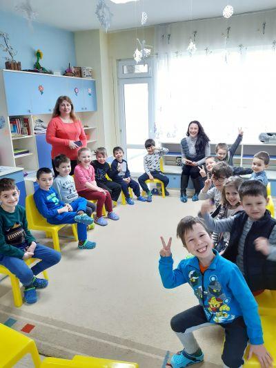 Четене на приказки в детската градина 2020г. - Изображение 1