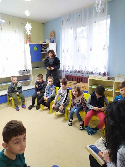 Четене на приказки в детската градина 2020г. - Изображение 4