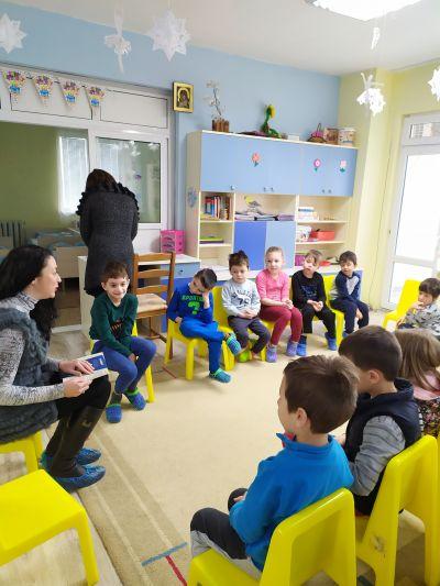 Четене на приказки в детската градина 2020г. - Изображение 6