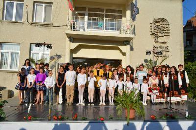 """Концерт по случай закриването на творческия сезон на групите към Н.Ч.""""Димо Николов"""" 2021г. - Изображение 1"""